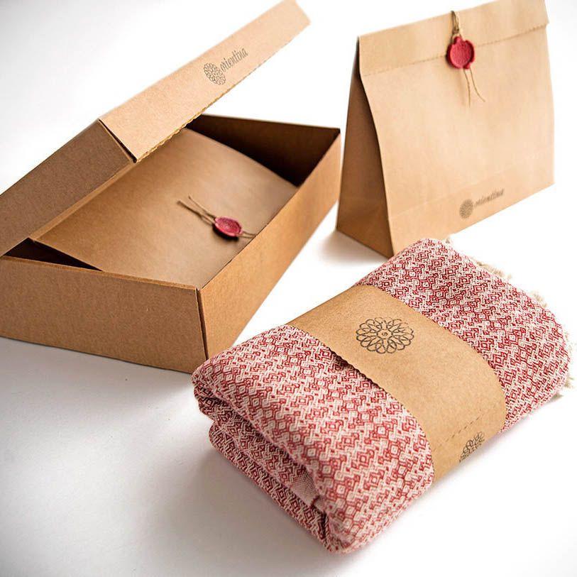 Hộp khăn quà tặng nên có những gì?