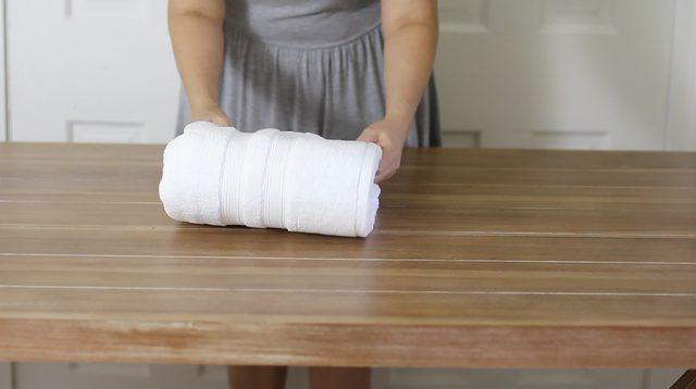 Cách gấp khăn spa đẹp kiểu cổ điển