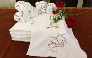 4 Cách gấp khăn spa đẹp nhất đơn giản và nhanh chóng
