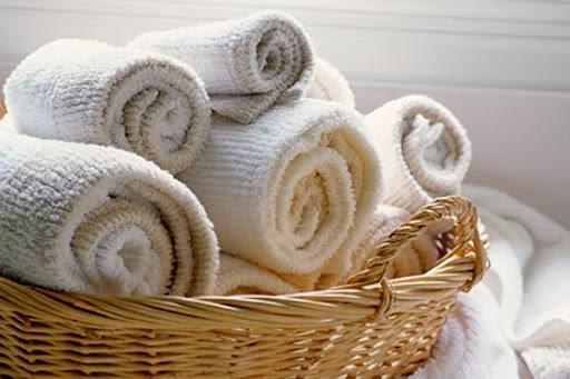 Gấp khăn mặt cuộn tròn đẹp, tiện dụng