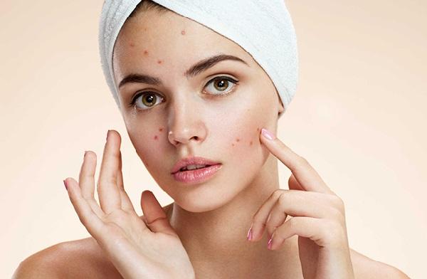 Dùng khăn ướt lau mặt gây ra các ảnh hướng xấu cho da