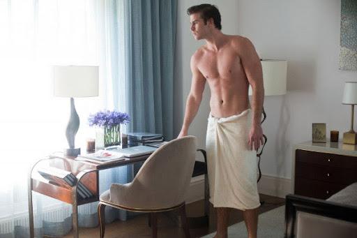 Quấn khăn tắm cho nam